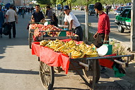 16 Bananas and apples stalls
